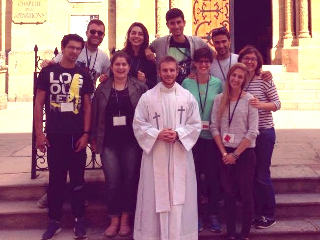 groupe incomplet jeunes diocese 64 paray le monial 2017 FX